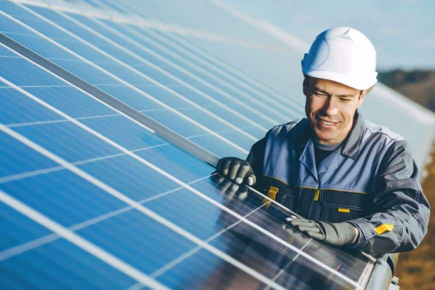 Uusiutuvan energian kokonaisratkaisuja toimittava Kiwatti uusiutui itsekin