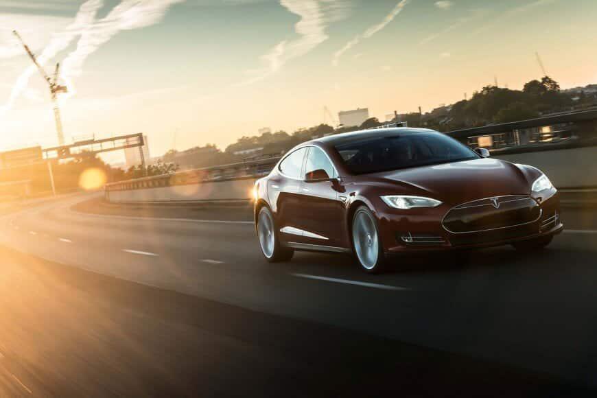 Tesla lanseeraus ja markkinointi